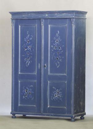 Virágmotívumos, kék szekrény